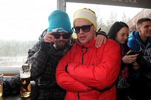 Jakub Prachař s kamarádem z mokré čtvrti Janem Dolanským v novém champagne baru