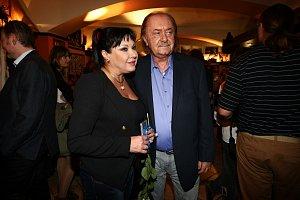 Hrdé gratulanty zastupovali i Dagmar Patrasová a František Janeček.