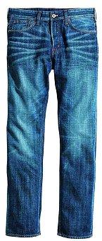 """Když nejsem v """"pracovním"""", nejraději nosím džíny a trika. Fred Mello, 2690 Kč"""