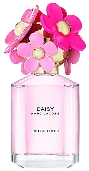 Směs květin a ovoce Daisy Eau So Fresh nádherných nót růžového grapefruitu a květinového srdce z frézie a růže, Marc Jacobs, 75 ml 2190 Kč