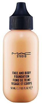 Nedám dopustit na make-up Face and Body, který není hutný, udělá skvělou službu a působí velmi přirozeně.