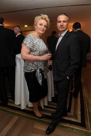 Regina Rázlová s Janisem Sidovským