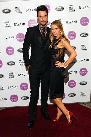 Na zahajovací přehlídce Unique fashion Week s jeho pořadatelkou Bárou Bergovou.