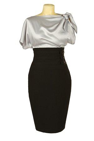 Lehká halenka a pouzdrová sukně vám dodá patřičný respekt.