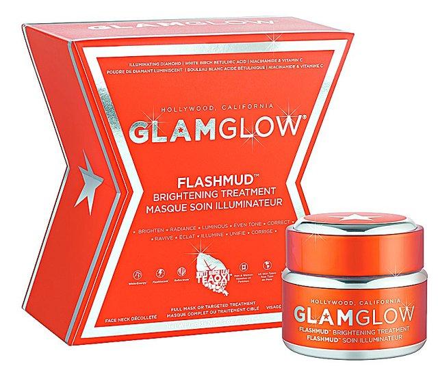 Problém s pigmentací můžete nyní vyřešit díky rozjasňující kúře Brightening Tre- atment FLASHMUD, která pleť rozzáří, dodá jí jas a mladistvost. (GlamGlow, 50 ml 1450 Kč)