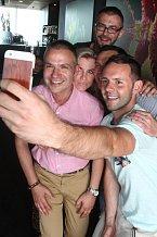 Selfie propadli i naši slavní.