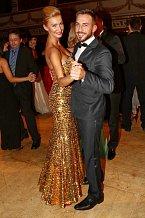 Dominka Mesarošová, která si nechala šaty dovézt z Ameriky, tančila s kamarádem, kadeřníkem Tomášem Arsovem