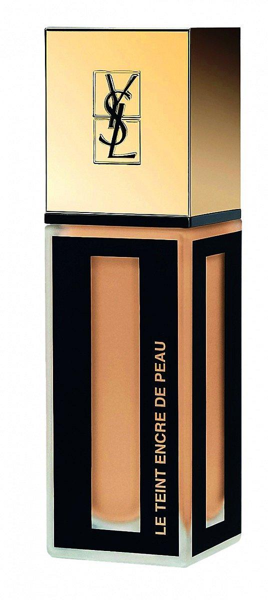 Make-up v podobě inkoustu Le Teint Encre de Peau SPF 18 okamžitě přilne k pleti, YSL, 25 ml 1370 Kč.