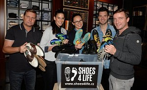 Známé osobnosti věnovaly svou obuv.