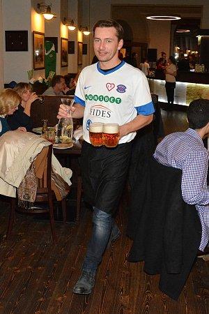 Do týmu Real Top Praha patří i Petr Vondráček, který v restauraci Hajnovka také obsluhoval.