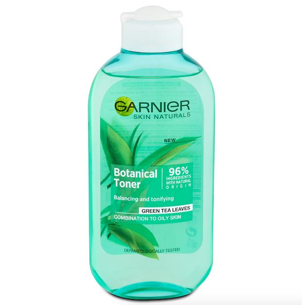 Pleťová voda Botanical byla speciálně navržená pro potřeby smíšené až mastné pleti. Důkladně ji zbavuje nečistot, současně pokožku zjemňuje a zanechává pocit čistoty, Garnier, cena 100 Kč.