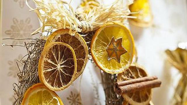 Vánoční věnec s pomeranči