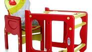 Sestava 4Baby fruity strawberry je dětskou jídelní židličkou a zároveň stolkem se židlí. Má čalounění z PVC, 3 pozice sklonu opěrky zad, vzdálenost pultíku od sedačky lze regulovat. Cena 1 570 Kč, KOČÁRKY-AUTOSEDAČKY