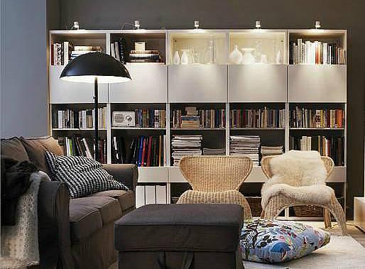 Navzdory minimalistickým trendům zůstává v mnoha domácnostech stále ještě dost věcí, které je třeba esteticky a přehledně uložit. Patří mezi ně fotoalba, mediální nosiče a knihy. Prozíravě dimenzovaný úložný nábytek nám poskytne dostatek prostoru pro v...