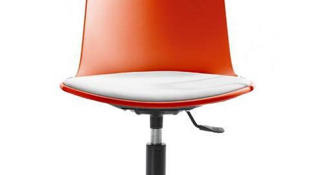 Ergonomická židle Lottus nabízí sedáky v neuvěřitelné škále sto pěti barevných odstínů, cena židle je 13 497 Kč.