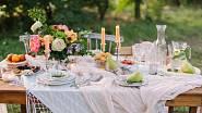 Léto, pohoda, slunce! Dopřejte si lehkou letní snídani nebo večeři na zahradě, terase nebo balkoně a nalaďte se do pohody.