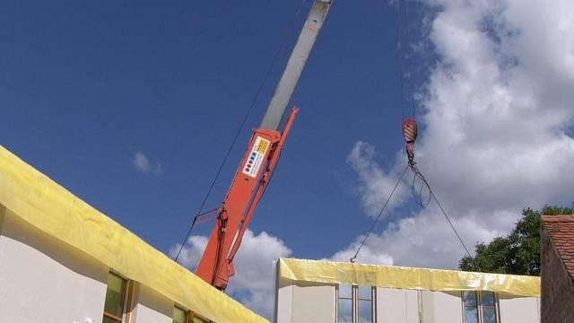 Montáž z prefabrikovaných panelů stavbu urychlí, dům je hotový třeba už do dvou až tří měsíců.