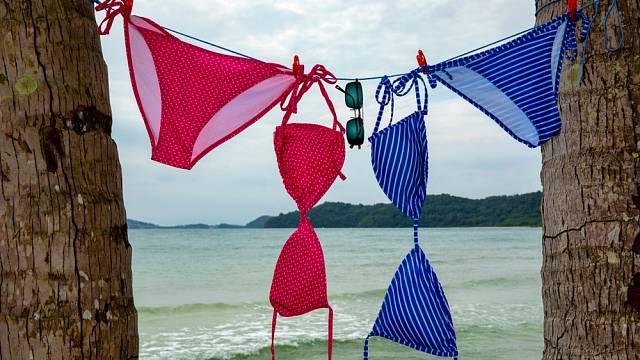 Plavky by se měly sušit ve stínu.