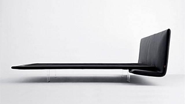 Pro milovníky super odlehčených konstrukcí je k dispozici postel Filo XL, která kromě ladných a tenkých linií je zajímavá svým podnožím. To je totiž z průsvitného akrylátu, takže celkový dojem tohoto výrazného designového prvku je, jako by plaval prost...