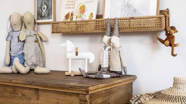 Se šedými lazurami Balakryl také jednoduše zrenovujete komodu nebo skříň po babičce a uděláte z ní nepřehlédnutelný skvost vašeho obývacího pokoje.