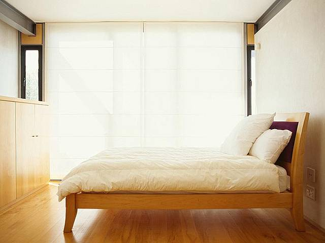Pod postelí má být podle feng-šuej volný prostor.