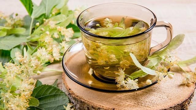 Lipový čaj pomáhá při nachlazení.