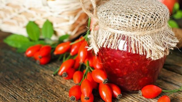 Šípková marmeláda bude zajímavou pochoutkou, kterou využijete nejen ke snídani, ale třeba i na koláče či cukroví.