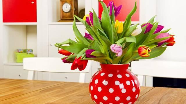 Květiny ve váze jsou jarní klasikou