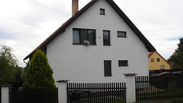 Zvláštní důraz se kladl na kvalitu okenní kompozice, díra se udělala, kde to vyšlo
