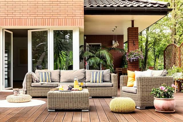 Terasa se může stát komfortním letním obývákem.
