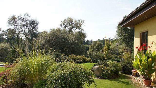 Zahrada jakoby pokračovala v okolní krajině...