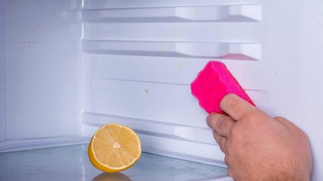 Zápach z lednice