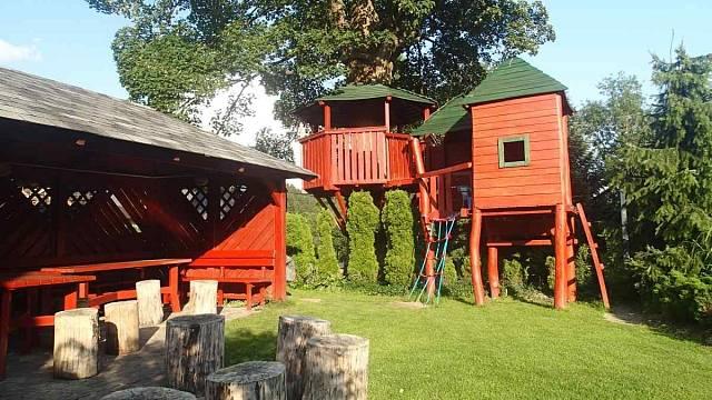 Domek v korunách stromů, soutěžící Penzion Uko; Vítěz veřejného hlasování v kategorii Dřevěná hřiště – malá