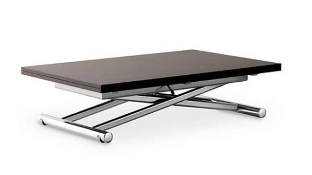 Stavitelná konstrukce stolu Siegiu T105 (Effezeta) dovoluje výšku desky posouvat podle potřeby.  A to není vše, lze ji také rozložit, a tak může mít 70 x 110 cm nebo 140 x 110 cm, výška se pohybuje od 24 až k82 cm. Cena od 24950 Kč, INTERIÉRY ŠESTÁK...
