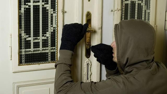 Staré dveře a zámky jsou překonány během několika sekund