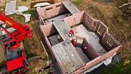 3. stavba 1. NP, montáž přízemí, osazení schodiště a polostropů 1. den