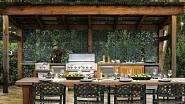 Dominantou této venkovní kuchyně je plynový gril,  na kterém není problém připravit jídlo pro velkou společnost.