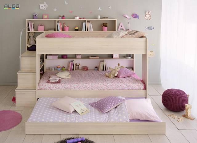 Máte doma tři děti? Tato postel nezabere příliš mnoho místa a přesto dokáže poskytnout maximální pohodlí.