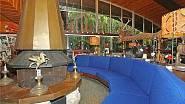 <p>Vila je zařízena ve stylu zcestovalého světoběžníka, který si rád užívá velkého volného prostoru, který může zaplňovat suvenýry z cest.</p>