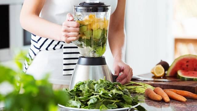 K mixování potravin či přípravě smoothies můžete použít přidané nástavce.