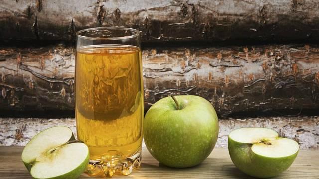 Jablečný mošt patří mezi nejoblíbenější, ale není zapotřebí se držet jen jablek. Jablko jako základ můžete doplnit takovými specialitami, jako je rakytník, bez, víno,...