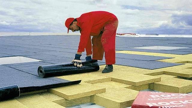 Skladba a aplikace izolace na lehké konstrukci střechy