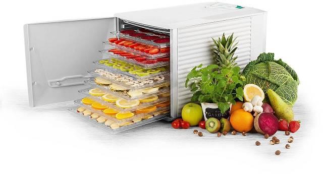 K sušení bylinek se dají použít i sušičky na ovoce, například Eta 0302 90000 Vital Air.