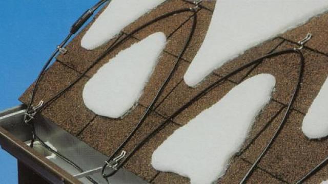 Pikování okraje střechy