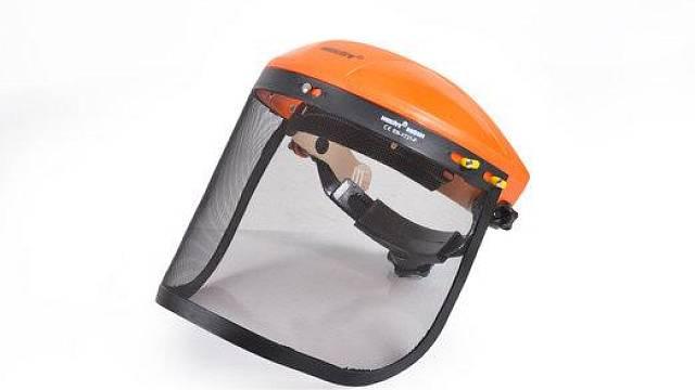 Ochranný přední štít HECHT 900101 vhodný pro práci s pilou; cena: 239 Kč