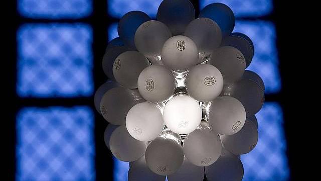 I z obyčejných žárovek může vzniknout zajímavý lust.