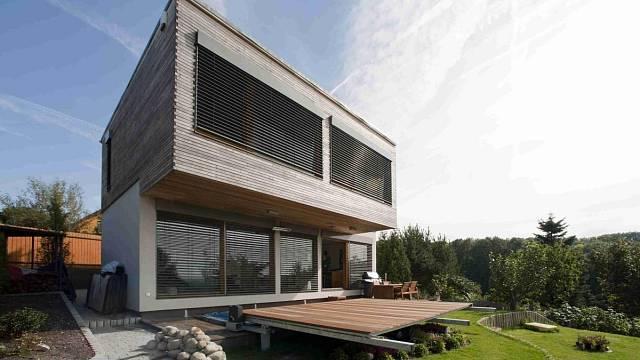 Staveništní montáž systému two by four umožňuje navrhovat a stavět i atypické domy.