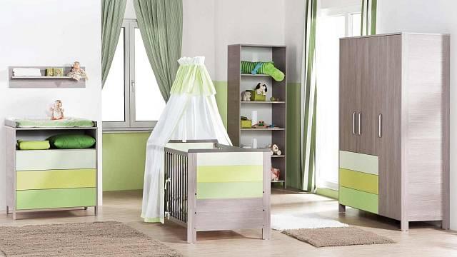 Příklad vybavení dětského pokoje nábytkem Geuther Limoncello: postýlka 7 990 Kč, přebalovací komoda 10 790 Kč, polička: 899 Kč, vysoká skříňka: 5 790 Kč, skříň 16 990 Kč