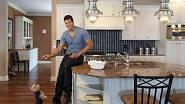 Kris Humphries ve své kuchyni