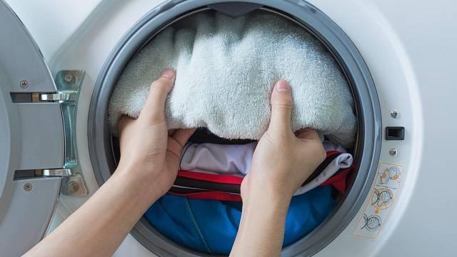 Buben při praní nepřetěžujte. Prádlo by se dokonale nevypralo a zbytečně navíc buben přetěžujete.
